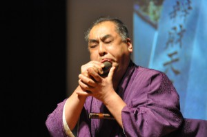 横澤氏の石笛の演奏